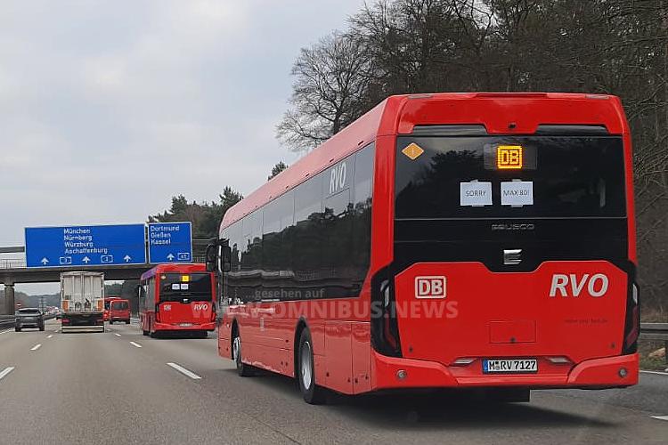 E-Busse auf der Autobahn